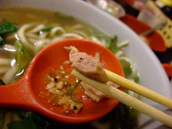 日式魚肝-咬一口.JPG