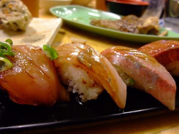 握壽司-魚皮有點去不乾淨.JPG