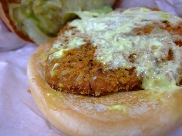 蜂密芥茉脆雞堡-脆雞排肉.JPG