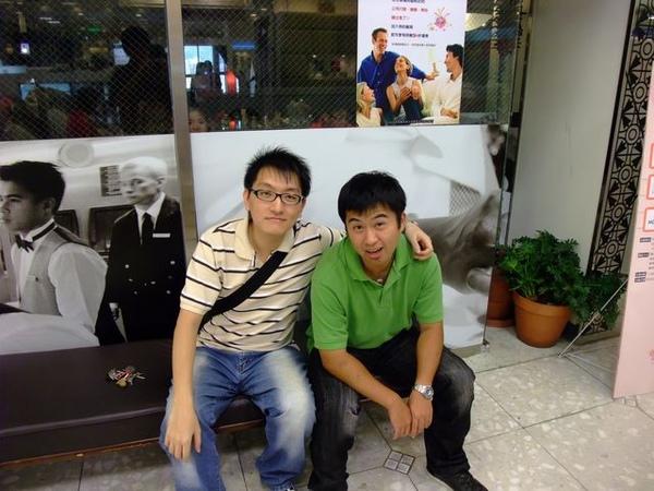 小弟與偉爺合照-1.JPG