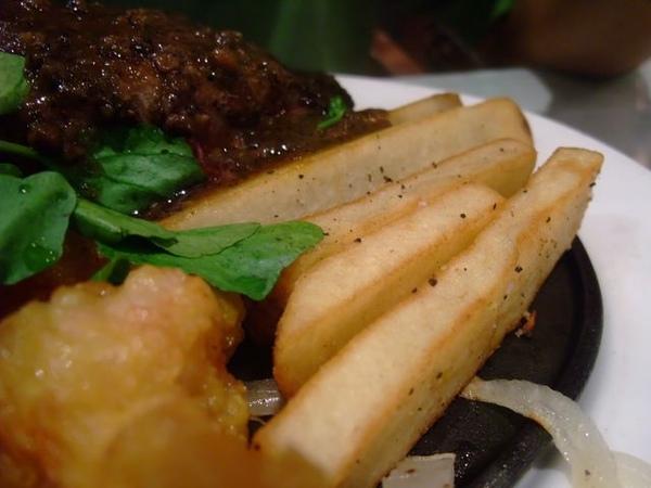 美國肩胛牛排+香酥雞塊-薯條.JPG