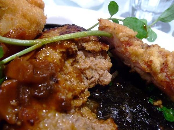 漢堡+起士魚排卷-漢堡肉近照.JPG