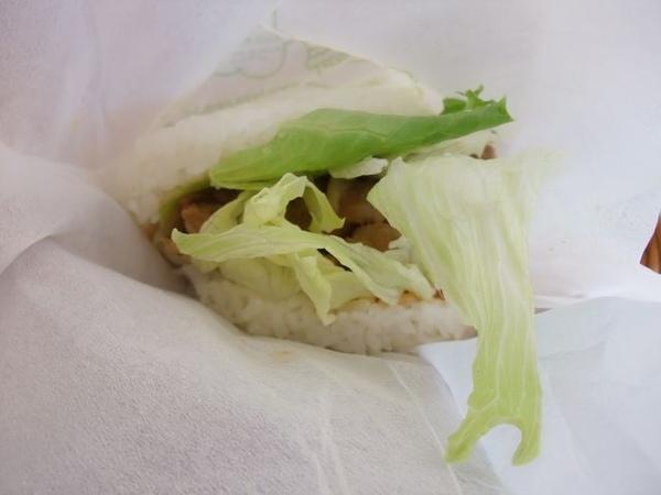 韓式石鍋燒肉米堡-首先應入眼廉的是青菜.JPG