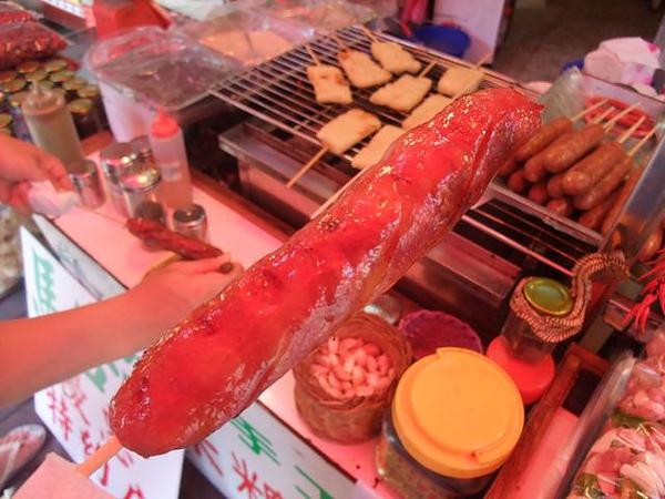 烏來老街-黑豬肉香腸-又香又有咬勁.JPG