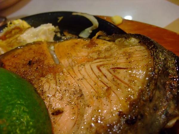 頂皇鮭魚排-看看它的紋路1.JPG