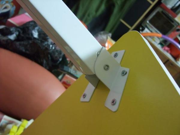 黃色折疊桌-03-折疊腳.jpg
