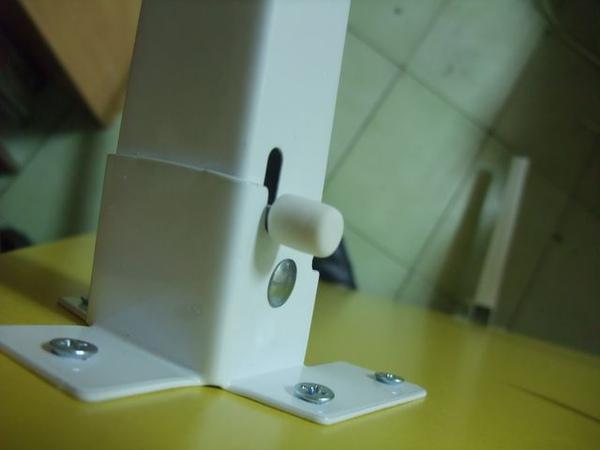 黃色折疊桌-05-卡榫.jpg