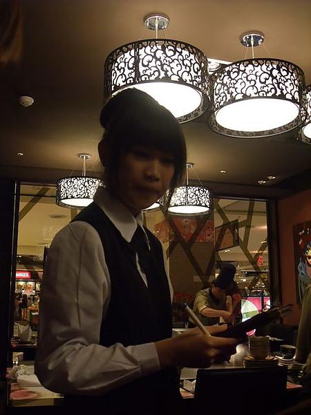 女服務生-親切.JPG