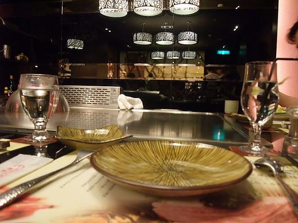 店內擺設-鐵板+餐盤.JPG