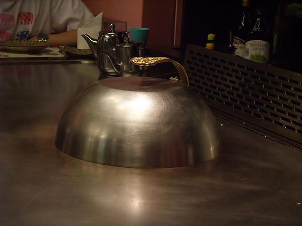 店內擺設-鐵板鍋蓋.JPG.jpg