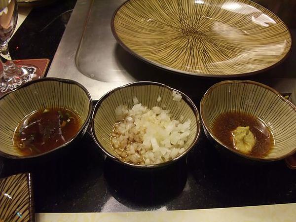 餐點-三種醬料.JPG