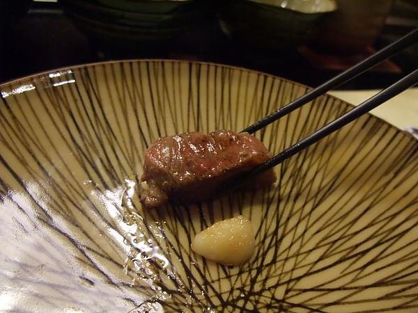 餐點-沙朗牛-直接沾醬汁.JPG