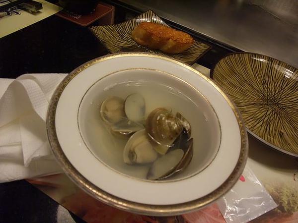餐點-師傅加送的蛤仔湯.JPG