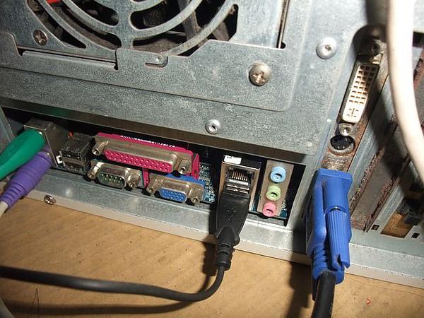 記得插上USB才有電哦.JPG