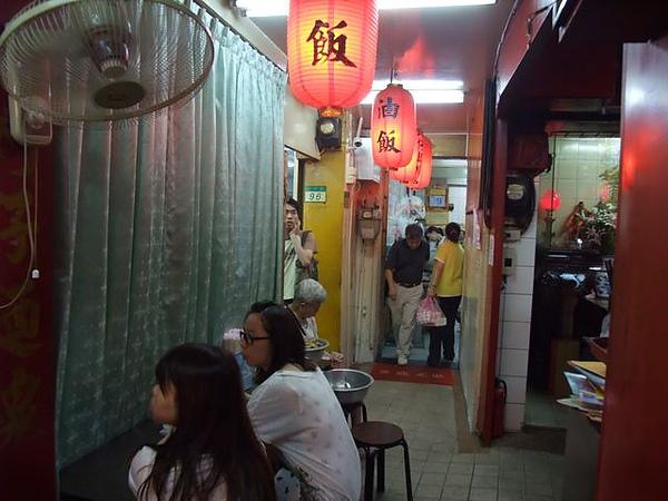 東發號-窄窄的入口.JPG
