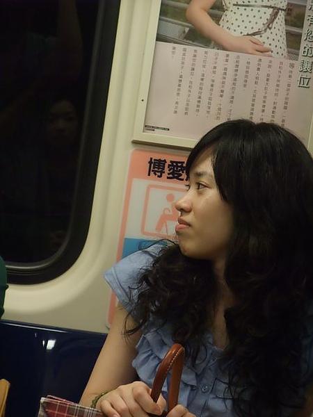 正妹-捷運-1.JPG