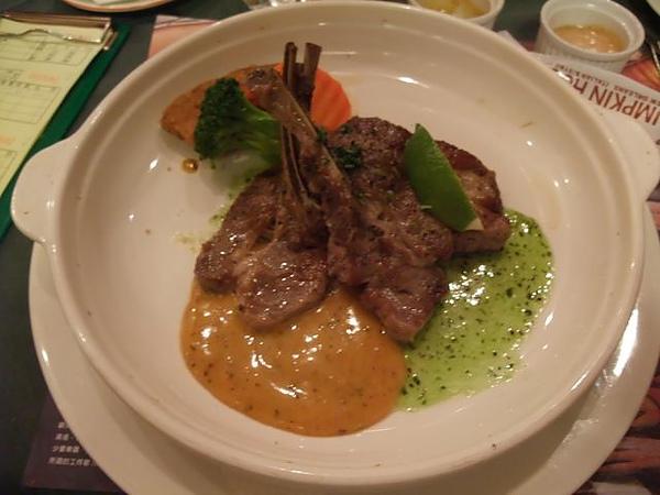 第1日晚餐-南瓜屋-法式嫩煎羊排.jpg