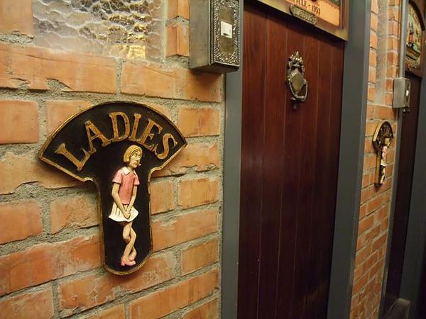 第1日晚餐-南瓜屋-店內擺飾-女廁mark.jpg
