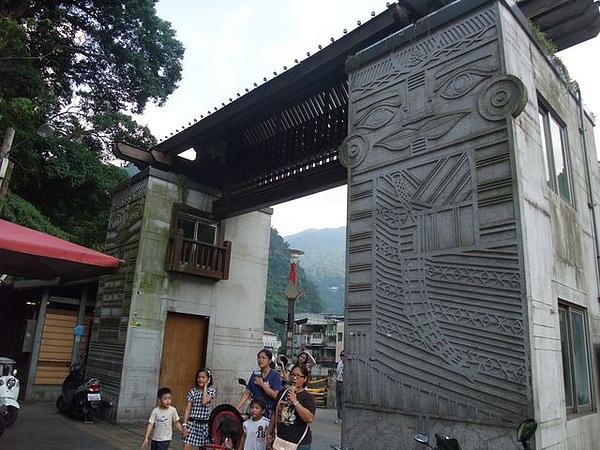 烏來老街-覽勝大橋-橋頭.JPG