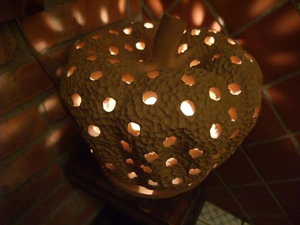 第1日晚餐-南瓜屋-店內擺飾-多影燈.jpg