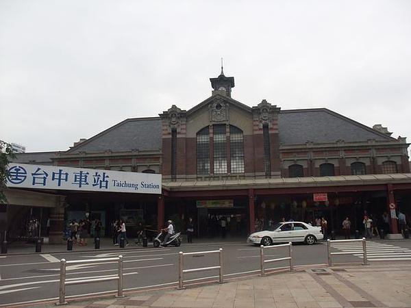 台中車站-正面.jpg