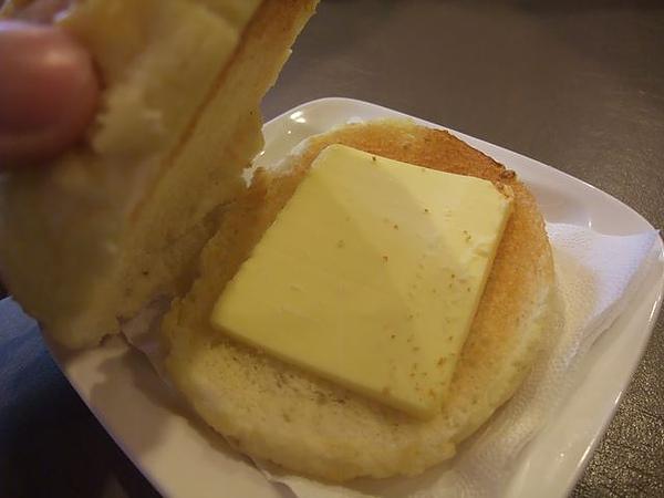 第1日午餐-1970香港故事-冰火波蘿油-中間有冰奶油.jpg