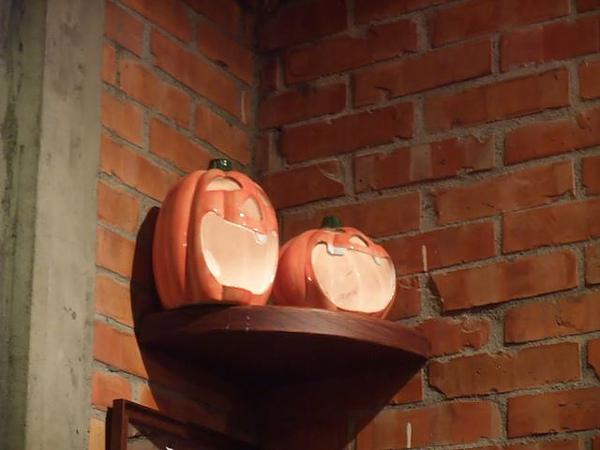 第1日晚餐-南瓜屋-店內擺飾-南瓜燈.jpg