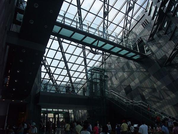 蘭陽博物館-人滿為患.JPG