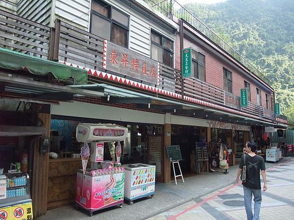烏來-台車-瀑布站-復古店家.JPG