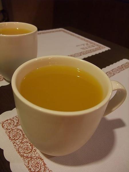 書芳園-好喝的柳橙汁.JPG