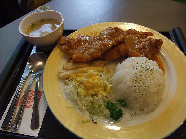 第1日午餐-1970香港故事-雞豬雙拚醬燒咖哩飯.jpg