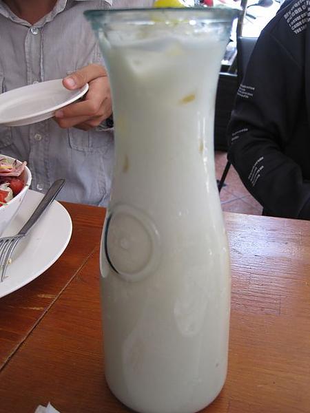第2日早餐-尼克咖啡-茉香銀毫奶茶.JPG