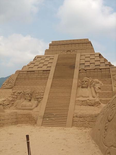 2010沙雕-祭壇-另一角度.JPG