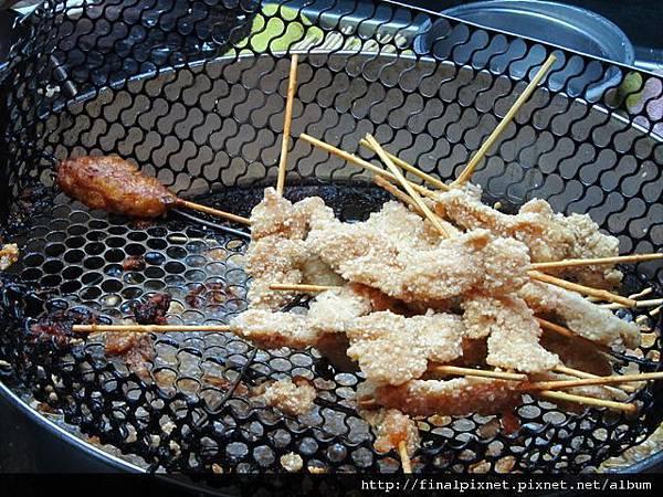 宜蘭東門夜市-龍鳳腿雞肉串-已起鍋的雞肉串.jpg