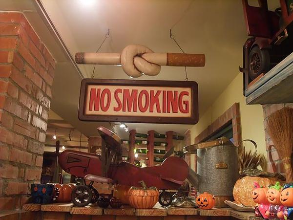 第1日晚餐-南瓜屋-店內擺飾-禁菸的啦.jpg