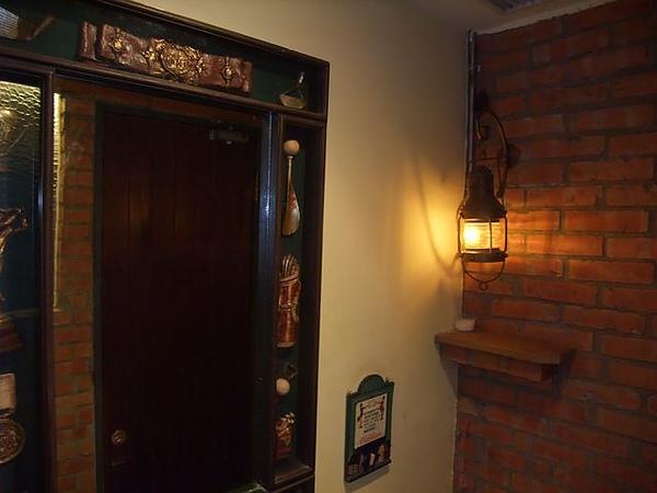 第1日晚餐-南瓜屋-店內擺飾-感應式古油燈3.jpg