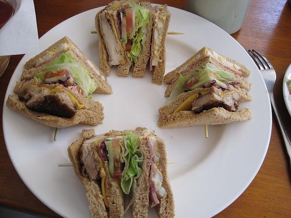 第2日早餐-尼克咖啡-總匯三明治.JPG