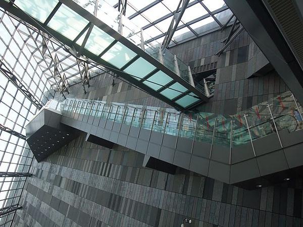 蘭陽博物館-玻璃階梯.JPG