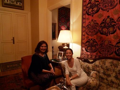 還受邀到前總理夫人家拜訪