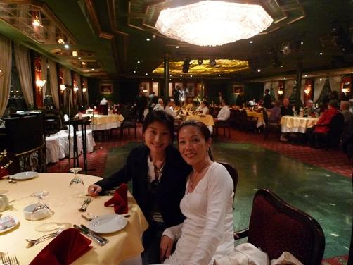 船內寬敞的餐廳