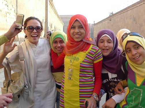 在開羅超受歡迎,隨時都有一堆人要求合照!!
