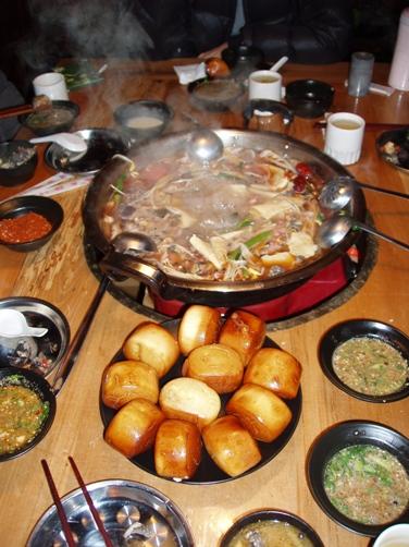要努力工作也要努力吃唷~雲南美味烏鴉火鍋(是店名啦)。