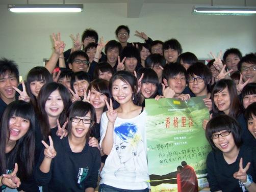 0223朱芷瑩返母校與學弟妹合影