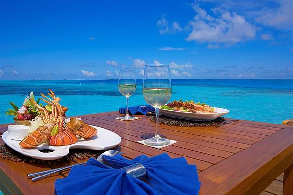 Beach_lunch_Maldives