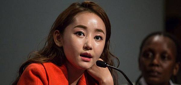 Yeonmi-speaking-cropped-resized-image-960x450.jpg