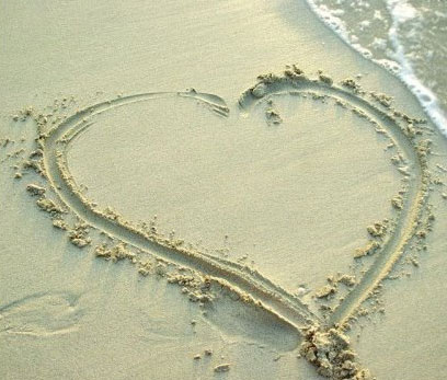 Lovely-Heart-in-Sea-Sand.jpg