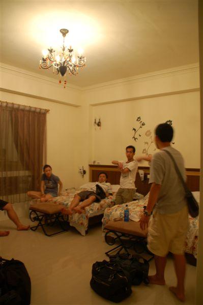 晚上大夥兒逛完夜市新滿意足的回到第三天民宿--汌旭民宿