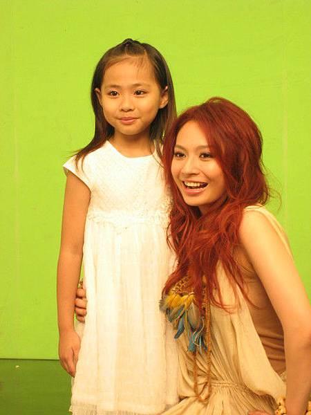 Faye與小時候女主角