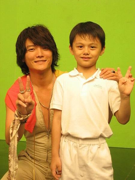 阿沁與小時候男主角