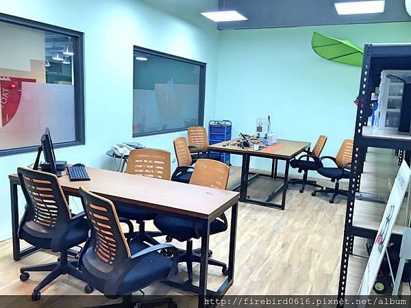 5-1-2 big office1.jpg